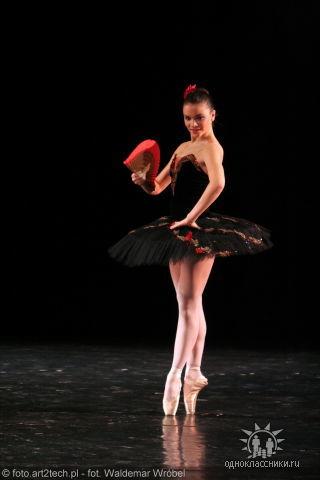 JULIA LAWRENOWA